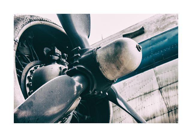 Propeller aircraft retro